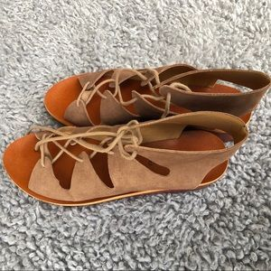 Lucky brand tie up small wedged sandal Brown/taupe